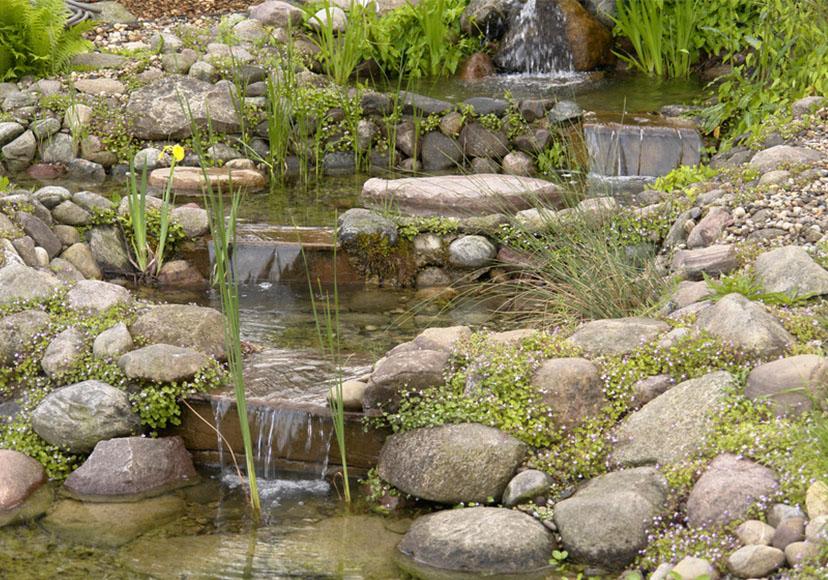 Selbst gebaut bachlauf im eigenen garten schritt f r schritt erkl rt leonhards - Garten wasserlauf ...